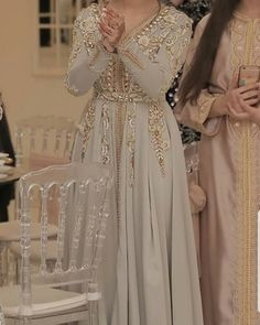 Morrocan Dress, Moroccan Caftan, Embroidery Fashion, Embroidery Dress, Hijab Style Tutorial, Dress Pesta, Moroccan Wedding, Arab Fashion, Dress Making