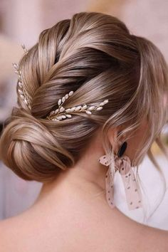 Chic Formal Hairstyles for Medium Legth Hai ❤ Are you interested in the new formal hairstyles for medium hair trends? Then check out our photo gallery and find the most complimenting styles. #formalhairstylesformediumhair #lovehairstyles #hair #hairstyles #haircuts