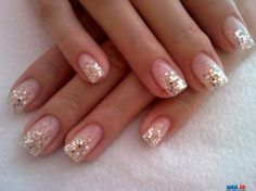 Love the simplicity of the clear nails with a hint of glitter ;-)