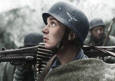 Fallschirmjäger from 4. Fallschirmjäger Division armed with a MG-42.