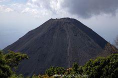 """Volcán #izalco 16 cosas que no sabias de #ElSalvador """"Si tuviera que definir a este destino en una sola palabra sería HOSPITALIDAD. Sí, en letras mayúsculas. Es una pena que muchos tengan una imagen negativa de este destino."""""""