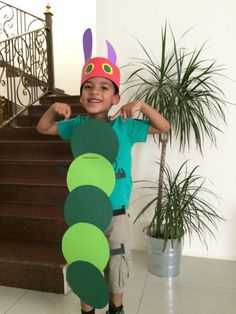 Kleine Raupe Nimmersatt Kostüm // Very hungry caterpillar costume<br> Boys Book Character Costumes, Children's Book Characters, Character Dress Up, Book Character Day, Storybook Characters, Character Ideas, Easy Book Week Costumes, Book Costumes, World Book Day Costumes