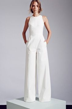Sleeveless wide-leg jumpsuit by Novis. 35 Gorgeous Pantsuits and Jumpsuits for Brides Sleeveless wide-leg jumpsuit by Novis. Mode Style, Style Me, Elegante Jumpsuits, Vestidos Fashion, Wedding Jumpsuit, White Pantsuit Wedding, White Jumpsuit Formal, Gown Wedding, Bridal Gown