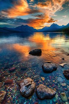 Just before sunrise on Lake McDonald - Glacier National Park Montana Michael Brandt Photography Lake Mcdonald, Pretty Pictures, Cool Photos, Beautiful World, Beautiful Places, Desenio Posters, Glacier National Park Montana, Glacier Park, Park Landscape