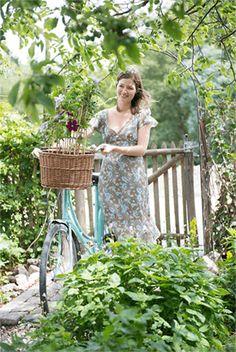 The advantages of perennials - Perennial Power Sophie's World, Belle Plante, Health 2020, Garden Spaces, Perennials, Planting Flowers, Plants, Durham, Diet Plans