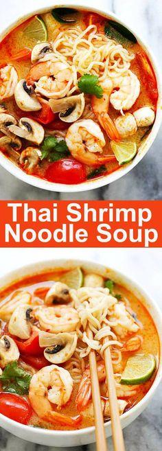 Soupe thaï aux nouilles aux crevettes - des nouilles thaïlandaises rapides et faciles faites avec des ramen. Chargé avec des crevettes, des champignons, des herbes, des tomates et une soupe Thai Tom Yum appétissante. Tellement bon!   rasamalaysia.com
