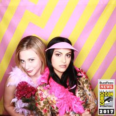 Just A Bunch Of Celebrity Photo-Booth Shots From Comic-Con - - Justin Theroux and bubbles. You heard me. Justin Theroux, Betty White, Betty Cooper, Jacqueline Kennedy Onassis, Lili Reinhart, Stephen Amell, Dwayne Johnson, Clint Eastwood, Celebrity Couples