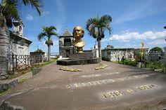 Cimetière Marin - Le cimetière marin a été implanté sur le site de la Baie de Saint-Paul, premier lieu de peuplement par les français de lÎle de la Réunion (appelée à l'époque Île Bourbon).