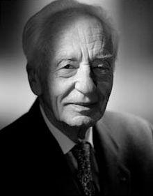 Jean Dausset, né le 19 octobre 1916 à Toulouse et mort le 6 juin 2009 à Palma de Majorque, en Espagne est un immunologue français, prix Nobel de physiologie ou médecine en 1980. Il découvre en 1958 le complexe majeur d'histocompatibilité, qui permet aujourd'hui de connaître la compatibilité entre donneur et receveur pour une greffe d'organe.