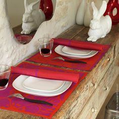 Black/white or white/black? Pink/red or red/pink? Geometric Flowers Table collection is fully reversible! This all-over black & white and red & pink collection of table linens highlights simple, graphic, kinetic floral motifs.