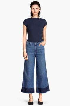 I would wear these jeans with some high wedge or blocked heel shoes. I so dig these jeans! Wide Leg Denim, Cut Jeans, Wide Leg Jeans, Jeans Style, Washed Denim, Estilo Fashion, Boho Fashion, Spring Fashion, Style Désinvolte Chic