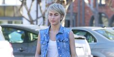Great news everyone, short shorts season is back. Well, at least according to Julianne Hough. The actress was spotted donning a pair of white cuto. Really Short Hair, Edgy Hair, Julianne Hough, Pixie Haircut, Short Hair Styles, Hair Cuts, Short Shorts, Rocks, Women
