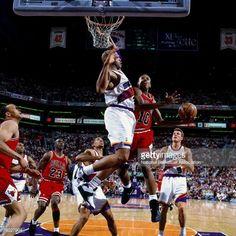 Fotografia de notícias : B.J. Armstrong of the Chicago Bulls attempts a...