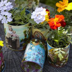 Hand-painted tin cans, from at Re The Whimsy Papers is a big fan of quirky vases (I know – who'd have guessed, right? And these painted tin cans from Peru definitely fit the bill. Painted Tin Cans, Paint Cans, London Garden, Dream Garden, Garden Planning, Garden Inspiration, Container Gardening, Outdoor Gardens, Flower Pots