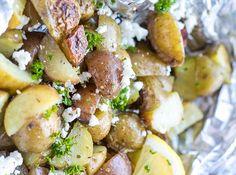 À la recherche d'une nouvelle recette de délicieuses patates pour le BBQ? Ne regardez pas plus loin que les classiques patates grecques super faciles à faire... Parmesan Potatoes, Potato Vegetable, Greek Recipes, Barbecue, Finger Foods, Potato Salad, Side Dishes, Salads, Food And Drink