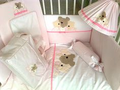 Edredón, protector, caramelo, cambiador, bolso de viaje y lámpara de techo dulces osos rosa.
