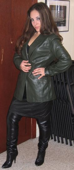 Corporatresses-Control Leather Boots, Leather Jacket, Leder Outfits, Uniform Dress, Hot High Heels, Leather Dresses, Leather Skirts, Sexy Boots, High Boots