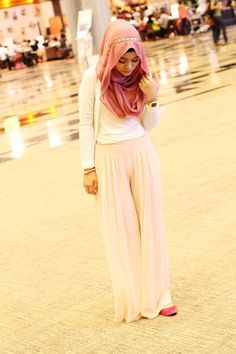 Light tan chiffon maxi skirt, white top, and pink/red hijab #hijabstyle