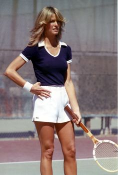 Farrah Fawcett Tennis in Izod Lacoste Skirt Tennis Fashion, 70s Fashion, Sport Fashion, Vintage Fashion, Tennis Shorts, Tennis Clothes, Tennis Outfits, Tennis Wear, Farrah Fawcett