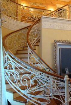 Спиральная лестница с вставками венецианского стекла