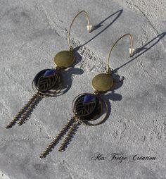 Bijou Créateur - Boucles d'oreilles pendantes bronze intercalaires antique estampes feuilles breloques sequins émaillés bleu et noir : Boucles d'oreille par alextreize-creation