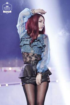 T-ara Qri elle est tre belle mais jiyone plus belle T Ara Qri, Hot Bikini, Bikini Girls, Yellow Costume, Blonde Redhead, Girls Gallery, Soyeon, Perfect Woman, Sexy Asian Girls