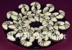 Valašský měsíček Christmas Sweets, Christmas Candy, Christmas Cookies, Czech Recipes, Cookie Desserts, Baking Recipes, Biscuits, Cake Decorating, Sweet Tooth