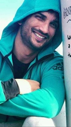 Indian Celebrities, Bollywood Celebrities, Ms Dhoni Wallpapers, Ms Dhoni Photos, Bollywood Pictures, Ideas For Instagram Photos, Twitter Trending, Susa, Actors Images