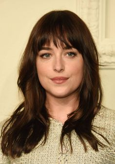 Dakota Johnson Long Wavy Cut with Bangs johnson braune Haare Dakota Johnson Long Wavy Cut with Bangs Dakota Johnson, Bardot Bangs, Fall Hair Cuts, How To Be Single, Cut Her Hair, Long Bob, Hairstyles With Bangs, Cut And Color, New Hair