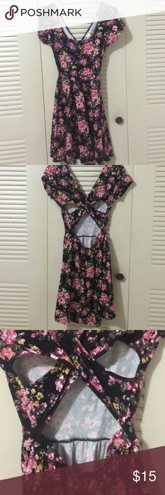 Foever 21 Dress sun dress floral pattern PRE-LOVE Dress, sun dress , floral pattern, forever 21 , cut out in the back, used once. Forever 21 Dresses Mini