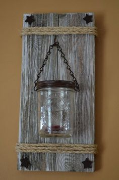 Mason Jar Crafts – How To Chalk Paint Your Mason Jars - Imporing Mason Jar Wall Sconce, Hanging Mason Jars, Rustic Mason Jars, Mason Jar Lighting, Barn Wood Crafts, Barn Wood Projects, Reclaimed Wood Projects, Diy Projects, Pallet Projects