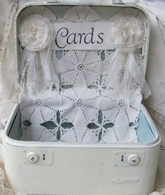 Vintage suitcase wedding, Card boxes and Vintage suitcases on ...
