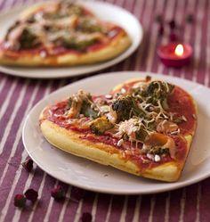 Pizza coeur au saumon et brocolis - les meilleures recettes de cuisine d'Ôdélices http://www.odelices.com/recette/pizza-coeur-au-saumon-et-brocolis-r2528