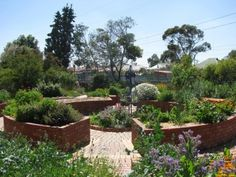 Enabled Garden Design: Learn About Gardening With Disabilities - What happens as we age or become ill and we suddenly become unable to provide for the garden that's given us so much? Keep going and create an enabled garden design! This article will help.