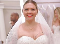 Video Premiere: Elle King Says 'Yes' to the Dress -- But Does Mom Approve?  Grammy-nominated singer-songwriter Elle King has had something on her mind lately besides music: Her wedding to fiance Andrew Ferguson which is approaching next month. Who better to help her find the perfect bridal gown than the experts from TLCs Say Yes to the Dress?