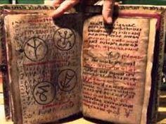 los 7 libros mas peligrosos de la historia. History, Libros, Nature