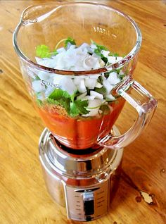 Make your favorite restaurant style Salsa at home with this easy Blender Salsa Recipe! You& just a few minutes away from the Best Salsa Ever! Dip Recipes, Appetizer Recipes, Mexican Food Recipes, Appetizers, Great Recipes, Cooking Recipes, Favorite Recipes, Cooking Tips, Summer Recipes