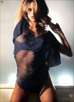 Flashback: Alessandra Ambrosio dans Sexy See-Through Lingerie   VS modèles