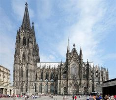Learn why the Cathedral of Cologne (Kölner Dom) is one of Germany's most important architectural monuments and a must-see tourist attraction! Cathedral Architecture, Sacred Architecture, Cathedral Church, Gothic Cathedral, Beautiful Park, Romanesque, Kirchen, Roman Catholic, World Traveler