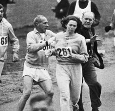 Kathrine Switzer, the first woman to run the Boston marathon —when organizer Jock Semple realized a woman was running he tried to tackle her — she went on to finish the race. Switzer ran the Boston Marathon another seven times thereafter. Great Women, Amazing Women, Boston Marathon, We Are The World, Victor Hugo, Interesting History, Before Us, Women In History, Held