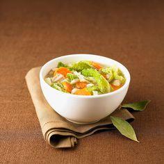 Découvrez la recette de la soupe aux choux Vegan Recipes, Cooking Recipes, Vegan Food, Healthy Food, Salty Foods, Guacamole, Cantaloupe, Serving Bowls, Cabbage