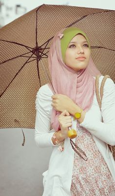 One color underscarf and a different colored scarf. And the cute bow♥