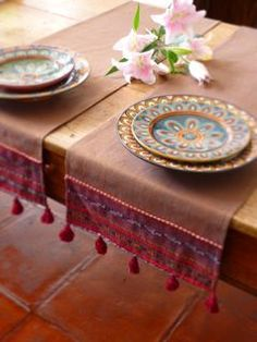 Awesome use of table runner Burlap Table Runners, Lace Table, Ramadan Crafts, Boho Home, Burlap Crafts, Decoration Table, Table Covers, Table Linens, Home Accessories