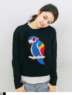 Today's Hot Pick :Knitted Parrot Pullover http://fashionstylep.com/SFSELFAA0006650/yubsshopen/out Wear an outspoken style with this knit pullover. Playfully designed with a colorful parrot image on the front, this top features a round neckline, long sleeves and regular fit. Worn best with a denim pinafore dress and canvas sneakers. - Knitted shirt - Round neck - Long sleeves - Parrot design - Available colors: Black and Gray