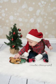 Toddler Christmas Pictures, Baby Christmas Photos, Xmas Photos, Christmas Mini Sessions, Christmas Minis, Christmas Birthday, Christmas Balloons, Christmas Backdrops, 1st Birthday Pictures