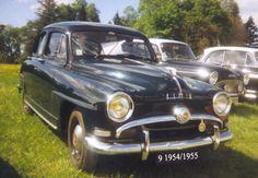 marque Simca modèle Aronde finitions luxe année 1954 prix 5 790 Fr. en 1955 carrosserie Berline moteur Aronde (1951-1955), Cylindrée 1221 cm3 , Type 4 cylindres en ligne ,3 paliers,Puissance Max. 45 ch. ,Boite 4 vit. + M.A, Châssis Structure Coque autoportante en tôle d'acier soudée,Suspensions roues av. indépendantes, AR. rigide ,4 amortisseurs télescopiques ,Freins 4 tambours, commande hydraulique ,Poids env. 950 kg ,Vitesse max. 130 km/h