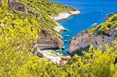 Skal du på ferie til Kroatia? Her får du fem gode tips - Aftenposten Visit Croatia, Croatia Travel, Yacht Charter Croatia, Best Beaches In Europe, Rovinj Croatia, Exotic Beaches, Most Beautiful Beaches, Beautiful Places, Beach Fun