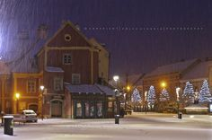 Már éjszaka esett a hó, alig vártam, hogy mehessek fotózni, a még kivilágított városba. Hat előtt indultam és fél nyolcig jártam az utcákat ... Ale, Cabin, House Styles, Hungary, Outdoor, Winter, Home Decor, Outdoors, Homemade Home Decor