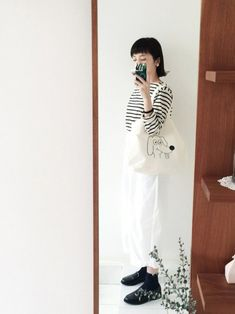 ナチュラル派さんも真似できる!冬の「モノトーンコーディネート」を楽しもう♪ | キナリノ White Dress, Japanese, Womens Fashion, Pants, Korean, Dresses, Style, Outfit, Trouser Pants