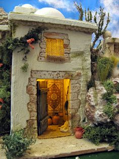 Un poblado de unas medidas de    100 x 45 cm Nativity House, Christmas Nativity Scene, Play Houses, Bird Houses, Journey To Bethlehem, Fontanini Nativity, Christmas In Italy, Chandelier Lamp, Miniature Houses
